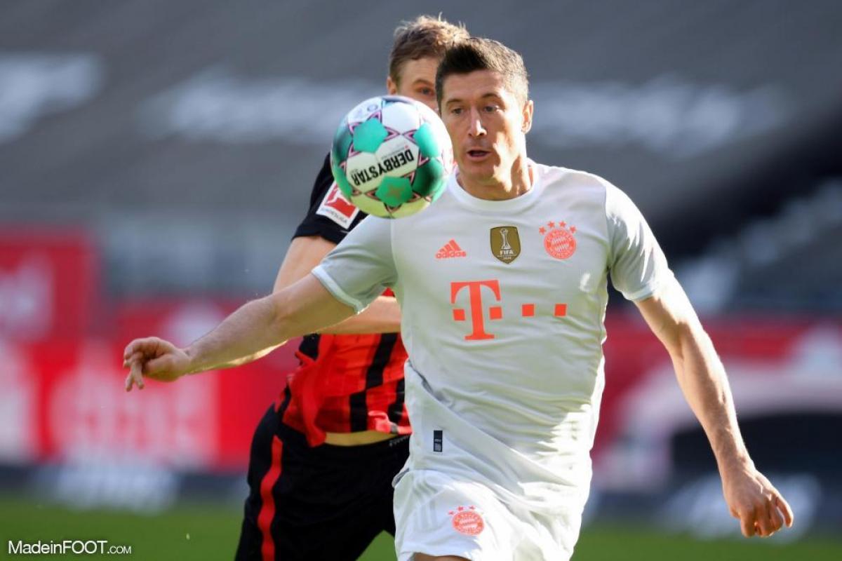Lewandowski avec le ballon