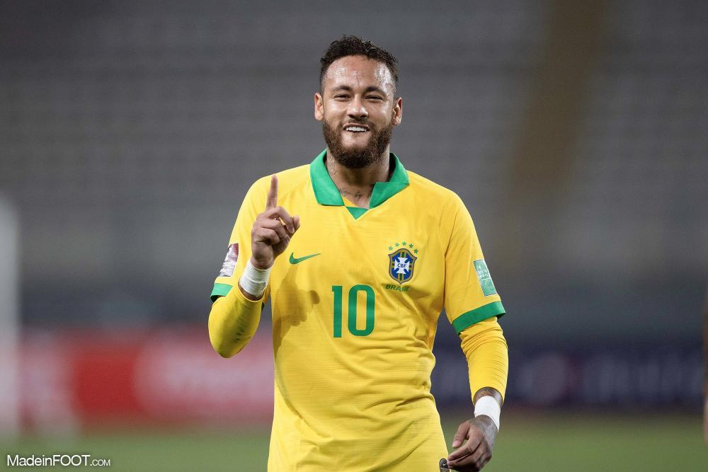 Neymar a marqué avec le Brésil.