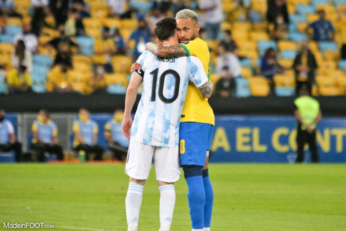 Neymar, ici sous les couleurs du Brésil, aux côtés de Lionel Messi.