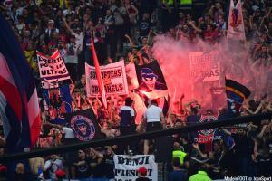 Les supporters parisiens encouragent le PSG