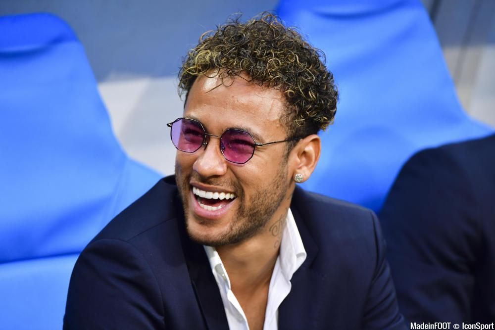 Neymar Jr aide ses employés