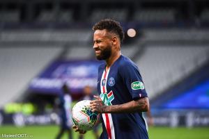Neymar a loupé une grosse occasion d'ouvrir le score