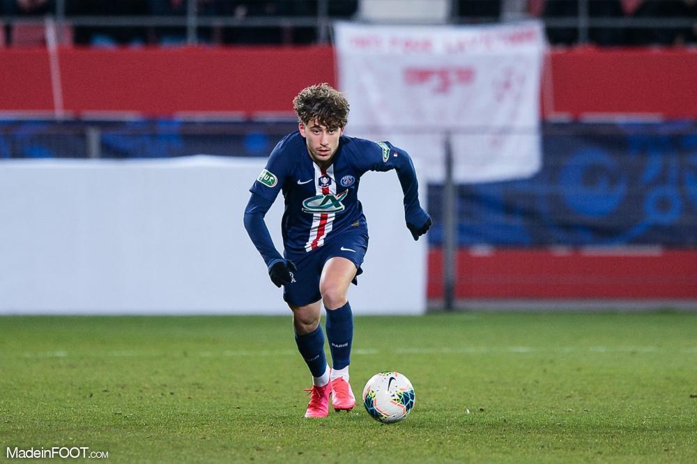 Adil Aouchiche va quitter le PSG, direction l'AS Saint-Etienne.