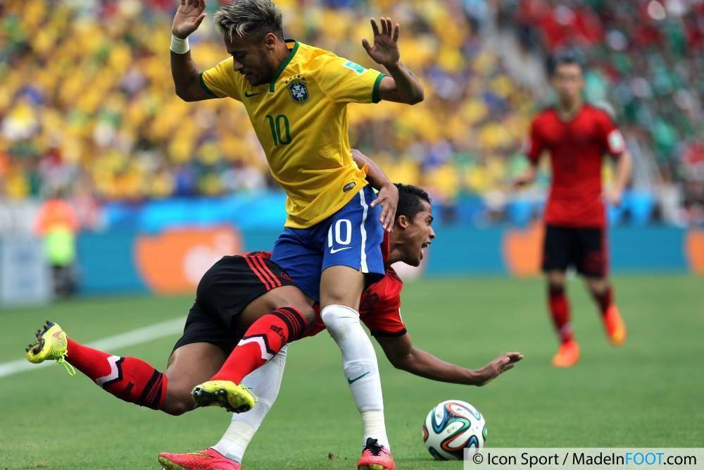 Neymar au duel en 2014