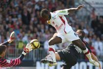 Gregory COUPET / Larsen TOURE - 24.04.2011 - Brest / PSG - 32eme journee de Ligue 1 -