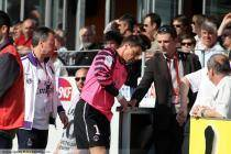Sortie sur blessure de Gregory COUPET - 24.04.2011 - Brest / PSG - 32eme journee de Ligue 1 -