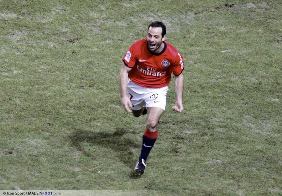 Giuly réalise une excellente saison avec le PSG.