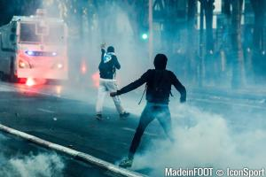 Affrontements entre supporters parisiens et turcs