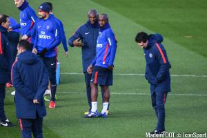 Zoumana Camara en discussion avec Lassana Diarra