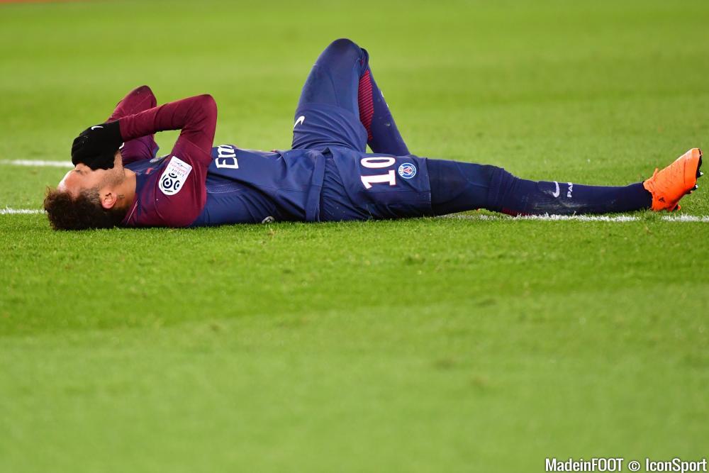 Neymar (PSG) pourrait être éloigné des terrains pendant trois mois.