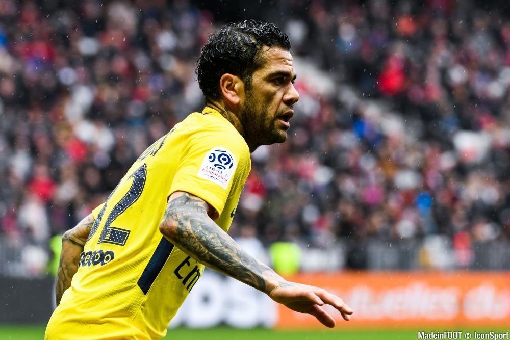 Dani Alves critique le PSG