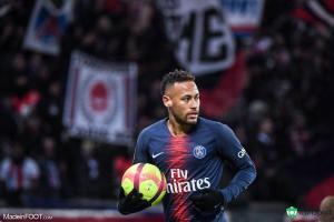 Paris défend Neymar