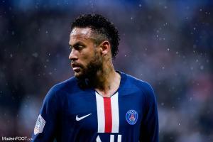 Neymar félicite les Parisiens