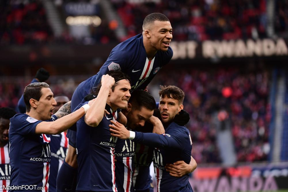 Kylian Mbappé célèbre un but avec Angel Di Maria et ses coéquipiers