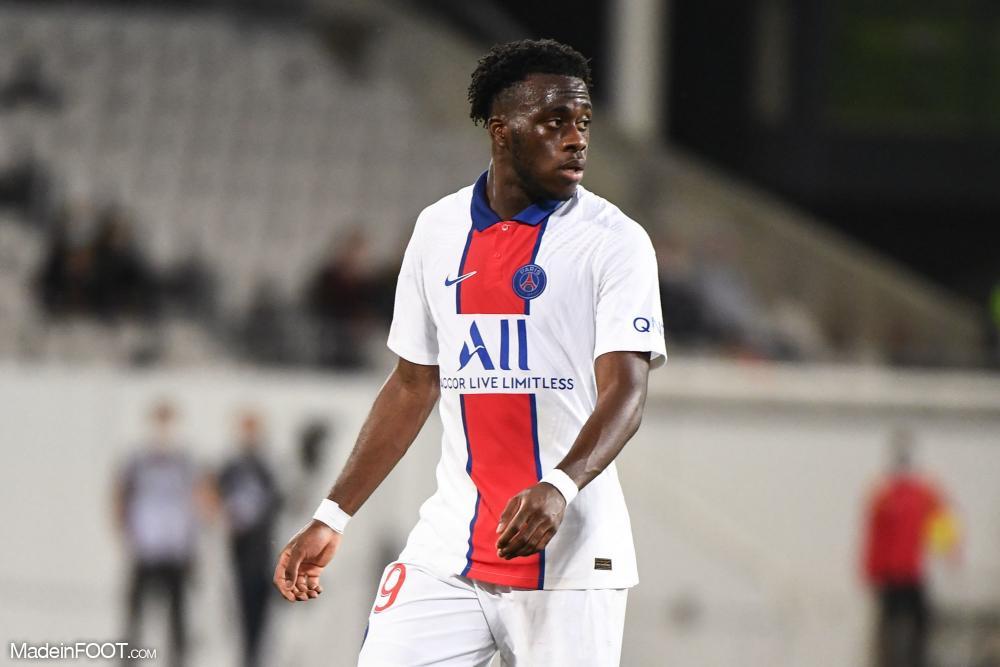 Arnaud Kalimuendo, le jeune attaquant du Paris Saint-Germain.