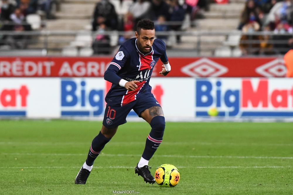 Neymar avec le ballon