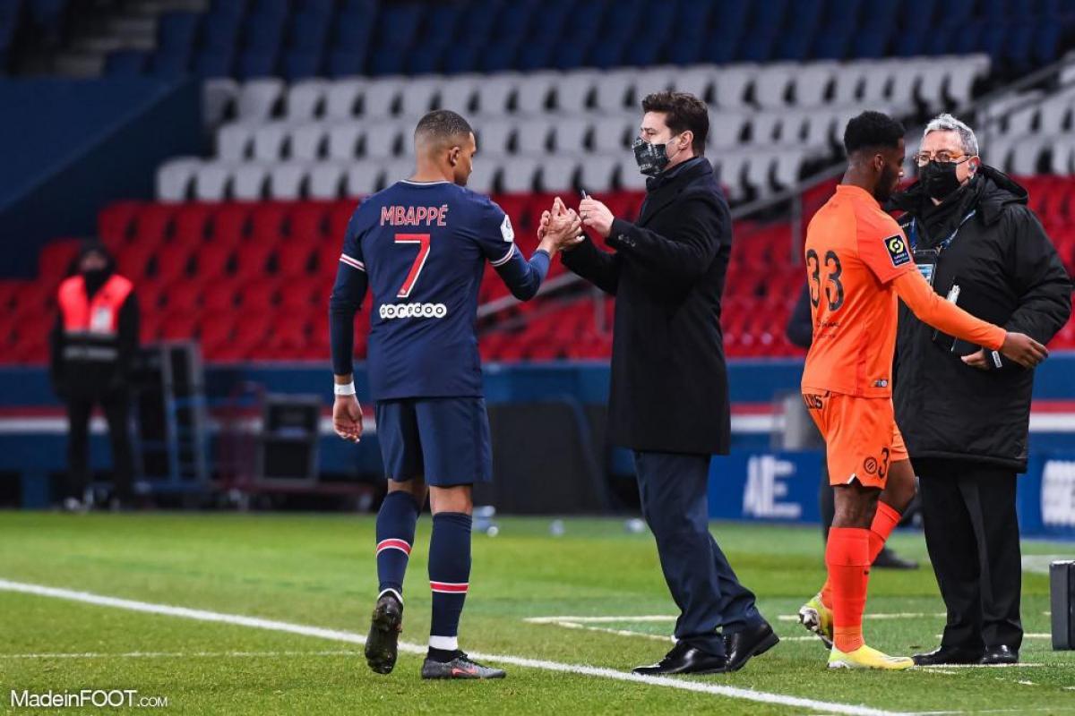 Mauro Pochettino, l'entraîneur du Paris Saint-Germain, ici aux côtés de Kylian Mbappé.