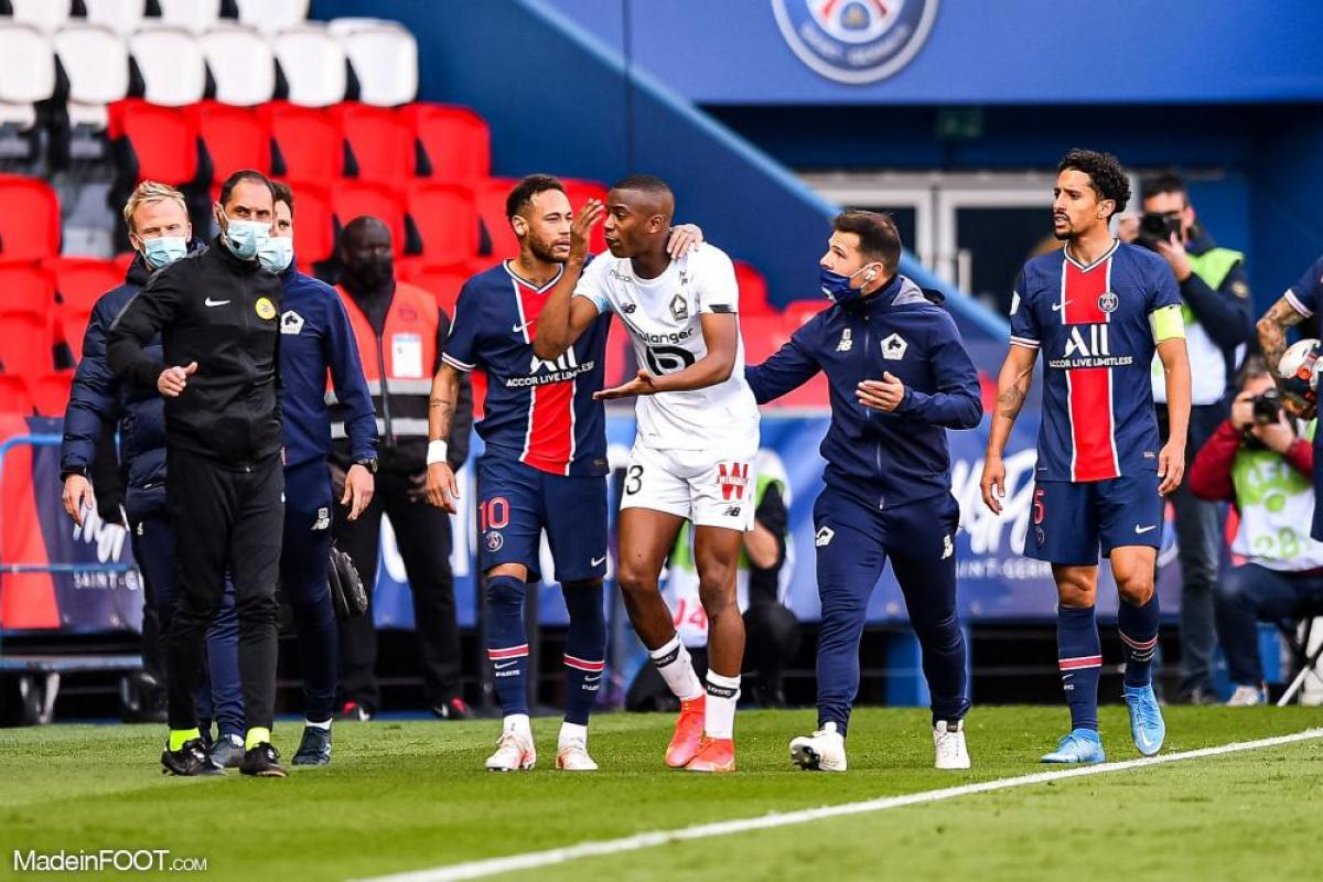 Tiago Djalo, le défenseur du Lille OSC, ici aux côtés de Neymar, l'attaquant du Paris Saint-Germain.