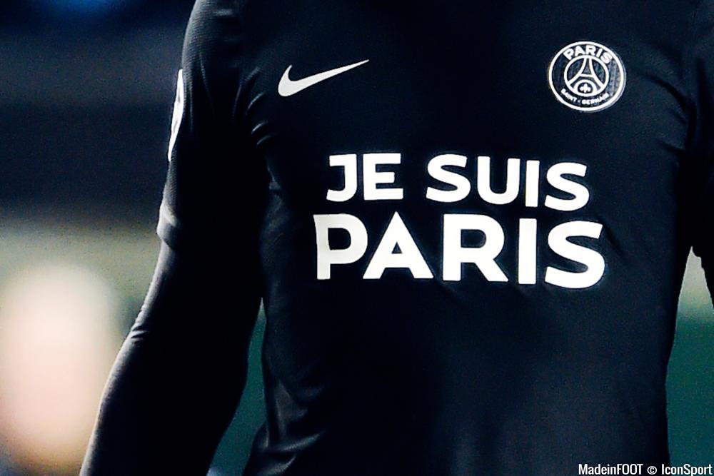 Le PSG devrait offrir ce maillot collector à l'ensemble des participants au clip tourné en hommage aux victimes des attentats de Paris, du 13 novembre dernier.
