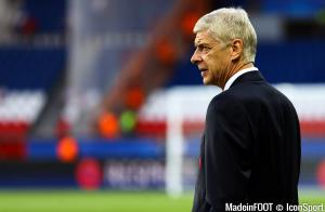 Arsenal manager Arsene Wenger walks on the pitch before the UEFA Champions League Group A match between Paris Saint-Germain and Arsenal played at Parc des Princes, Paris, France on 13th September 2016