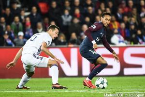Hein Vanhaezebrouck débrieffe la défaite face au PSG