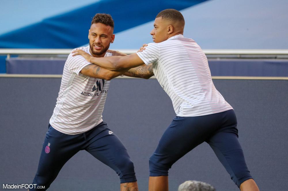 Neymar et Mabppé en train de s'échauffer