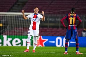 Kylian Mbappé, l'attaquant du PSG, ici aux côtés d'Ousmane Dembélé, l'ailier du FC Barcelone.